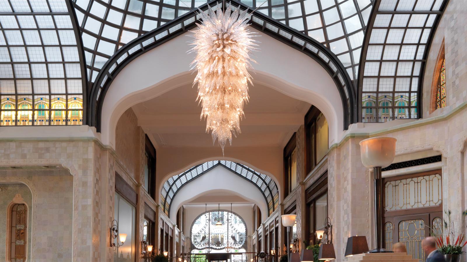 Budapest hungary four seasons hotel gresham palace for Hotel budapest