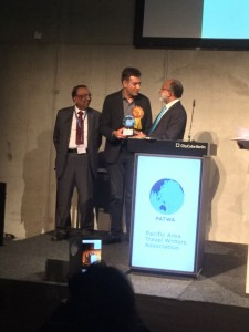 Dr. Ankur Bhatia receiving the PATWA Award for Roseate Hotels and Resorts (1)