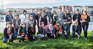 REPRO FREE 24/09/2018, Dungarvan, Co Waterford – Top UK inbound tour operators are on a fact-finding visit of Ireland this week, as guests of Tourism Ireland and Fáilte Ireland.  PIC SHOWS: UK inbound tour operators in Dungarvan with Emily Watson, Tourism Ireland (standing, right) – all set to cycle the Waterford Greenway. Pic – Seán Byrne (no repro fee) Further press info – Sinéad Grace, Tourism Ireland 087 685 9027
