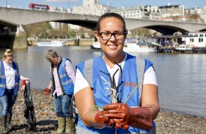 IHG colleagues cleaning plastic waste from the banks of the River Thames