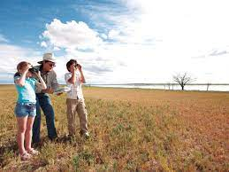 Outback tourism in Queensland lures school groups